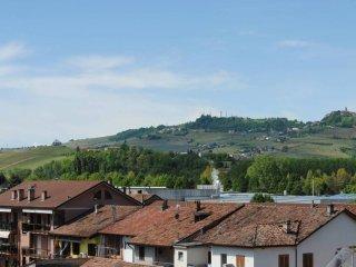Foto 1 di Quadrilocale Via Camillo Benso di Cavour, Grinzane Cavour