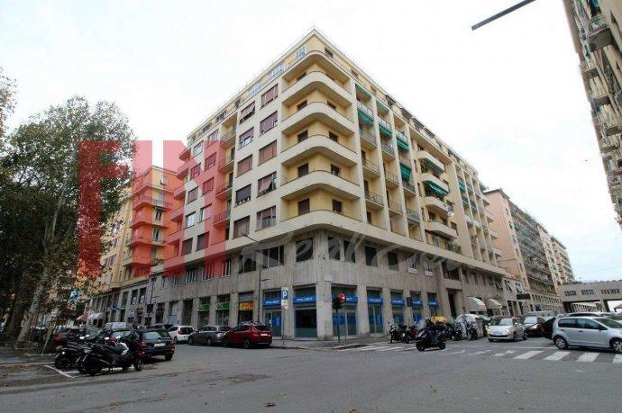 Foto 1 di Appartamento via Magnaghi, Genova (zona Carignano, Castelletto, Albaro, Foce)
