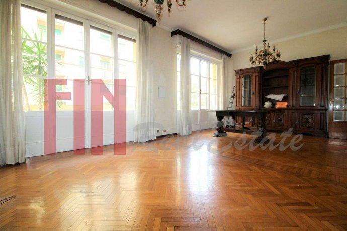 Foto 2 di Appartamento via Magnaghi, Genova (zona Carignano, Castelletto, Albaro, Foce)