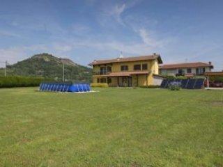 Foto 1 di Villa via Antica Saluzzo, Cavour