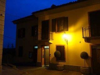 Foto 1 di Palazzo / Stabile Sommariva Perno