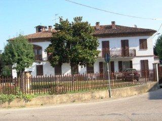 Foto 1 di Casa indipendente Frazione Valenzani, 16, Asti