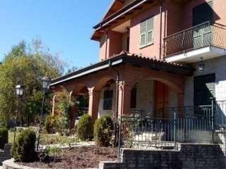 Foto 1 di Villa via Guglielmo Marconi 47, Vicoforte