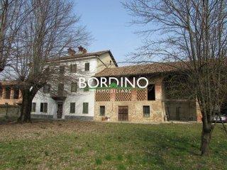 Foto 1 di Palazzo / Stabile via Canove 1, frazione Canove, Govone