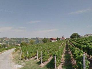 Foto 1 di Villa strada San Giorgio 7, Castiglione Tinella