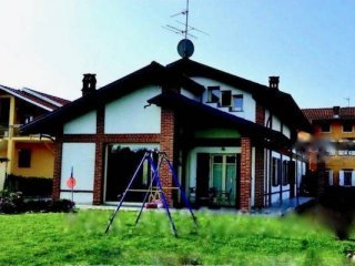 Foto 1 di Villa via Cossano, Alice Castello
