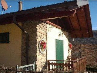 Foto 1 di Villa via San Pietro 25,  Brovello-Carpugnino