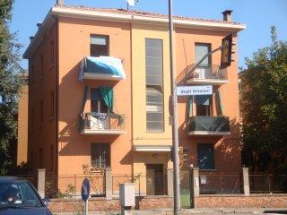 Foto 1 di Palazzo / Stabile Via Ortolani, Bologna