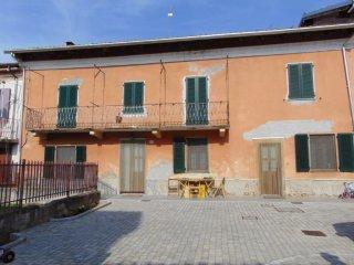 Foto 1 di Casa indipendente Castelnuovo Belbo