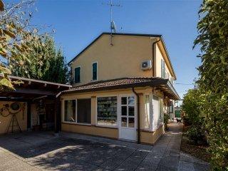 Foto 1 di Villa Lugo