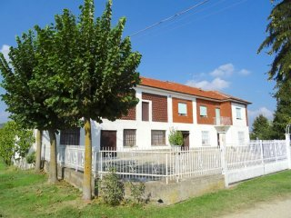 Foto 1 di Rustico / Casale Via San Grato 10, Castagnole Delle Lanze