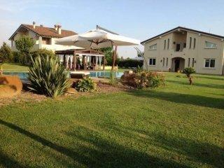 Foto 1 di Villa Via Rubizzano, San Pietro In Casale
