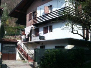 Foto 1 di Villa Via Destefanis 54, Front