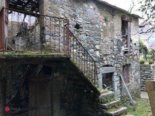 Foto 1 di Appartamento Via Mario Ginocchio, Mezzanego