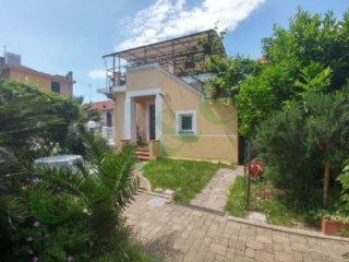 Foto 1 di Villa via monte tabor, Celle Ligure