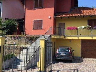 Foto 1 di Villa piazza Don Eugenio Gherlone, Cossombrato