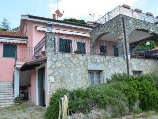 Foto 1 di Villa via Bricco, Savona