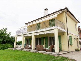 Foto 1 di Villa Frazione Quarto Superiore, 24, Asti