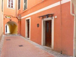 Foto 1 di Trilocale vico Gerolamo Guardone, Laigueglia