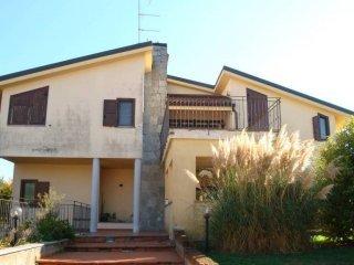 Foto 1 di Villa via Gioacchino Rossini 41, Crescentino
