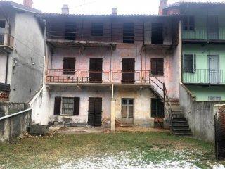 Foto 1 di Rustico / Casale via Giuseppe Mazzini 68,  Caravino