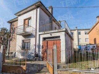 Foto 1 di Villa via Marche 9, Ravenna