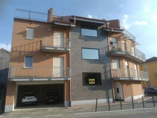 Foto 1 di Bilocale via Circonvallazione 49, Caselle Torinese
