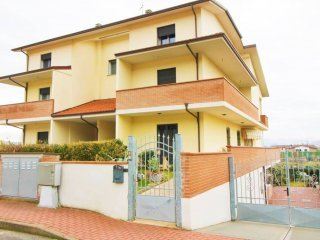 Foto 1 di Appartamento via Giuseppe Saragat, Riolo Terme