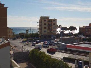Foto 1 di Bilocale viale Riviera 34, Pietra Ligure