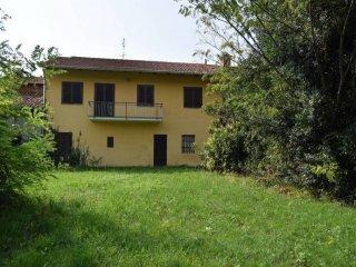 Foto 1 di Casa indipendente via Vittorio Emanuele 17, frazione Ceretti, Front