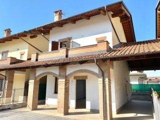 Foto 1 di Villa via della Valle 60, Sanfrè