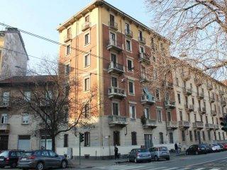 Foto 1 di Bilocale via Genova 60, Torino (zona Valentino, Italia 61, Nizza Millefonti)
