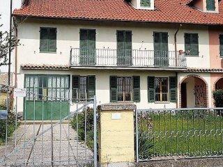 Foto 1 di Villa Castelnuovo Calcea