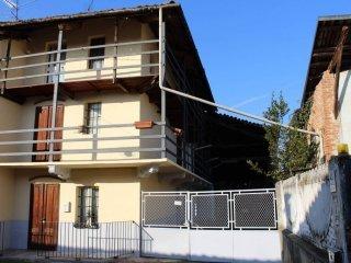 Foto 1 di Casa indipendente strada Provinciale di Castellamonte, Castellamonte