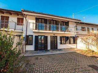 Foto 1 di Villa via Silvio Pellico 23, Carmagnola