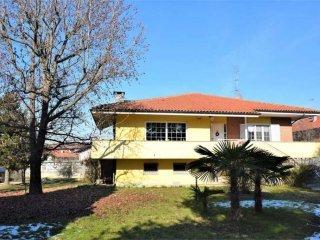 Foto 1 di Villa via Nicolao Cena, 58, Brandizzo