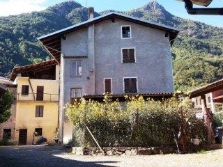 Foto 1 di Casa indipendente via Mario Tognon 11, Borgofranco D'ivrea