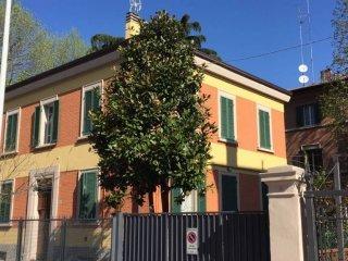 Foto 1 di Palazzo / Stabile via Pasubio, Bologna (zona Saffi)