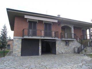 Foto 1 di Villa via CAGLIERO, Asti