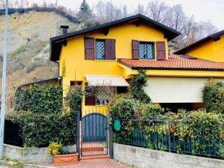 Foto 1 di Villa via fratelli dall'olio, Pianoro