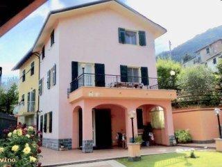 Foto 1 di Villa via Piazze di Sella, Davagna