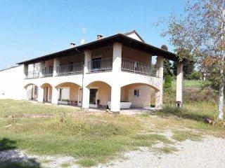 Foto 1 di Villa strada Pratomorone 30, Tigliole