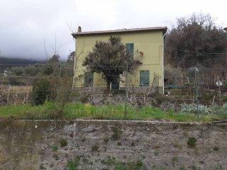 Foto 1 di Villa piazza Don Agostino Roscelli, frazione Bargone, Casarza Ligure