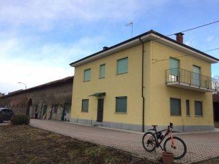 Foto 1 di Bilocale strada della Ca' Bianca, frazione Pessione, Chieri