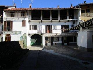 Foto 1 di Rustico / Casale via Camillo Benso di Cavour 24,  Caravino