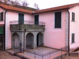Foto 1 di Villa frazione San Pietro Vara, Varese Ligure
