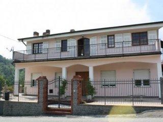 Foto 1 di Villa frazione Cassana, Borghetto Di Vara