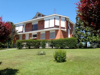Foto 1 di Villa Via Leopoldo Fregoli, Asti