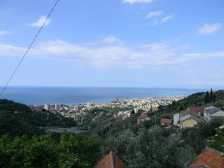 Foto 1 di Casa indipendente via Monte Fasce, Genova (zona Valbisagno (Prato-Molassana-Struppa-S.Gottardo-S.Eusebio))
