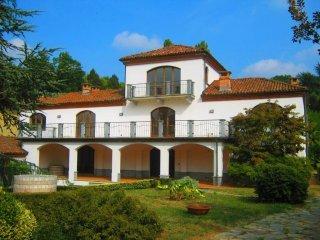 Foto 1 di Villa via Fregoli, 1-30, Asti